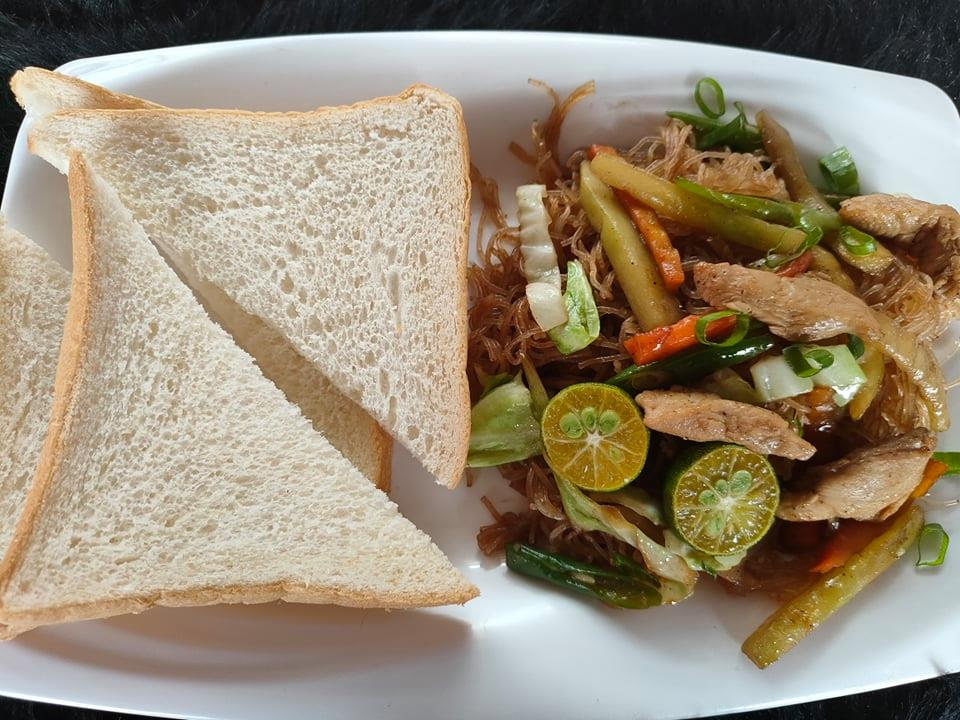 Chicken Bihon Guisado with Bread